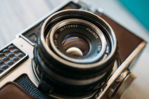 Advocaat krijgt berisping voor het inbrengen van foto's van vertrouwelijke informatie als productie